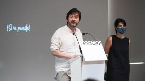 Los portavoces de Podemos, Rafa Mayoral e Isa Serra, el pasado 28 de agosto en rueda de prensa en la sede del partido.