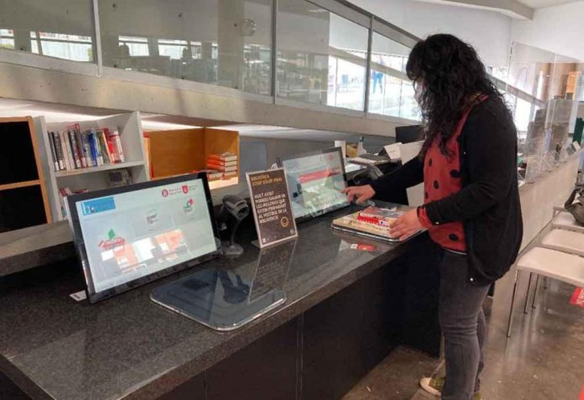 Servicio de autopréstamo en las bibliotecas de Gavà