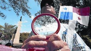 Movilización 8 Protesta ante la embajada española en Panamá.