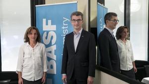 Carles Navarro, director general de Basf Española,y Anne Berg, directora de producción de Basf.