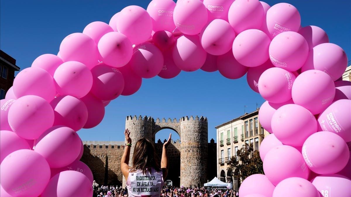 Acto solidario en Ávila contra el cáncer de mama.