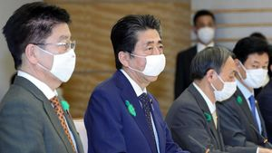 Shinzo Abe, en una reunión sobre el coronavirus en su residencia.