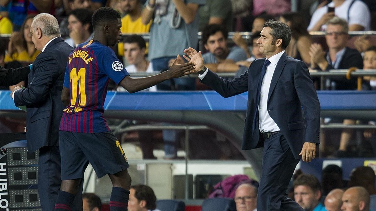 Dembélé, felicitado por Valverde en su sustitución.