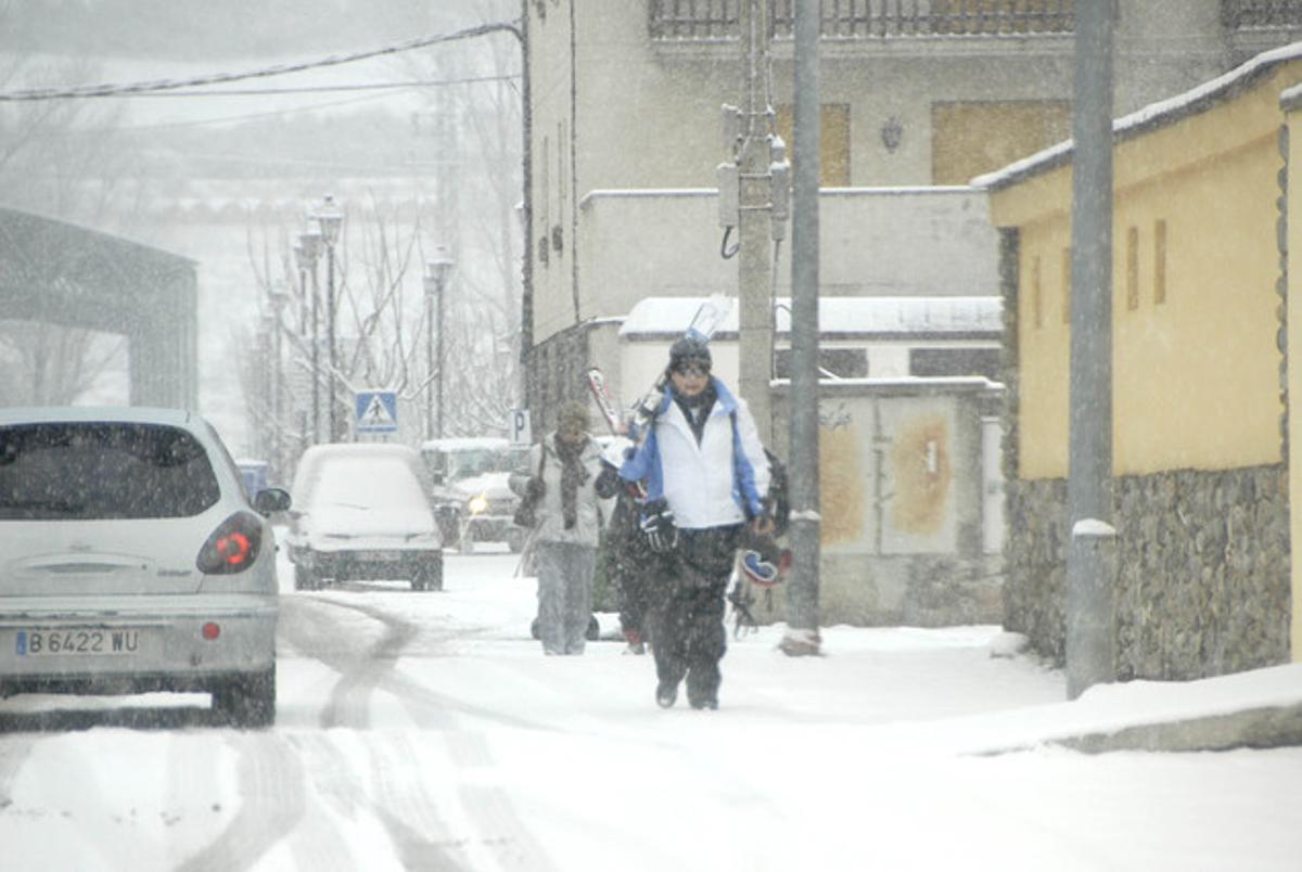 Copiosa nevada, esta mañana, en Esterri d'Àneu (Pallars Sobirà).