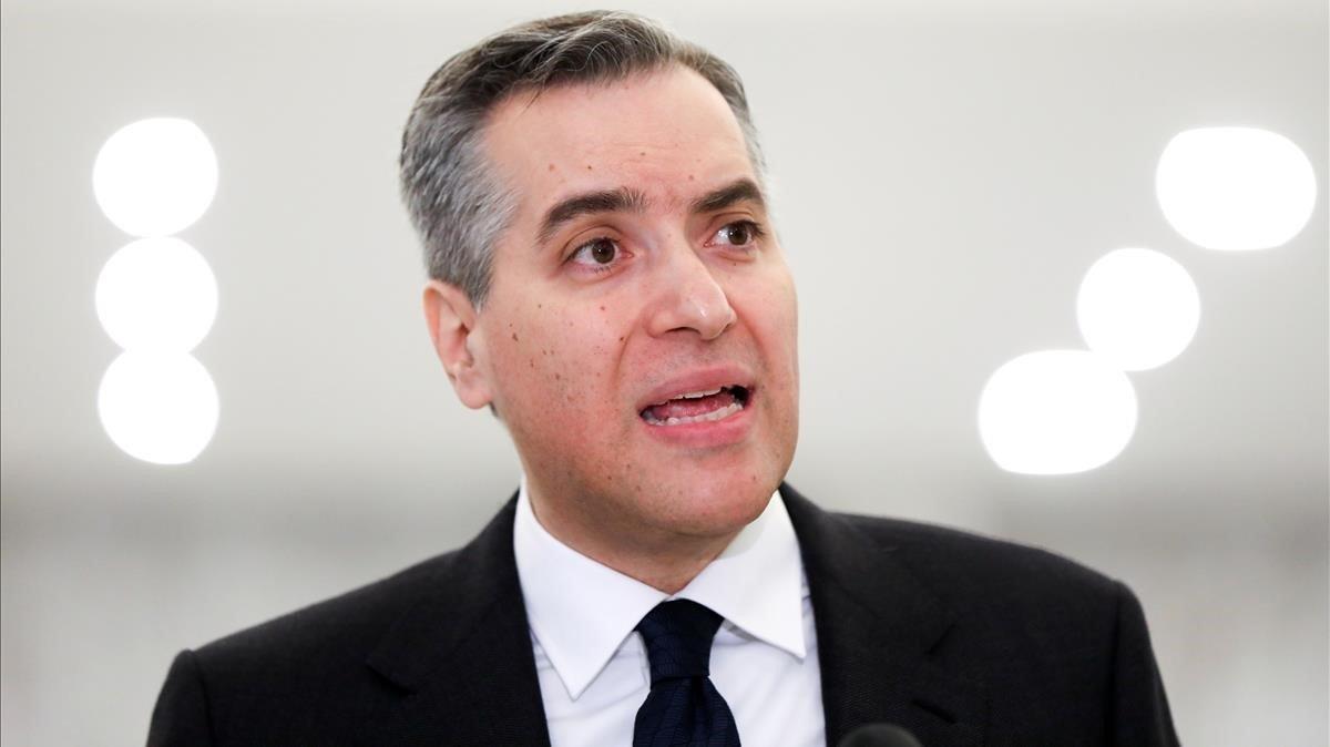 El primer ministro libanés, Mustapha Adib, en la comparecencia donde renuncia a su cargo.