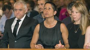 José Luis y María Antonia, padres del piloto fallecido, en el funeral de este miércoles en la catedral de Palma de Mallorca.