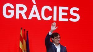 El candidato a la presidencia de la Generalitat por el PSC  Salvador Illa  valora los resultados electorales este domingo.