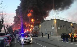 Incendio en una nave industrial de Montornés del Vallès.