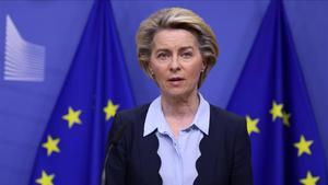 La presidenta de la Comisión Europea, Ursula Von der Leyen, este jueves, durante una rueda de prensa en Bruselas previa a la cumbre por videoconferencia de los Veintisiete.