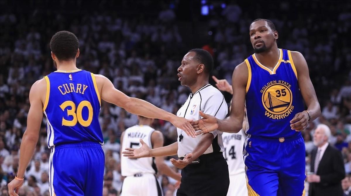 Stephen Curry y Kevin Durant, las dos grandes estrellas de Golden State.