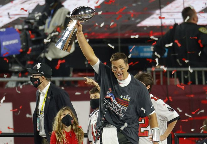 Tom Brady lidera la conquista de la Superbowl por los Tampa Bay Buccaneers.