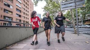 Paula, Sandra y Anna, tres jóvenes de Nou Barris, esta semana.