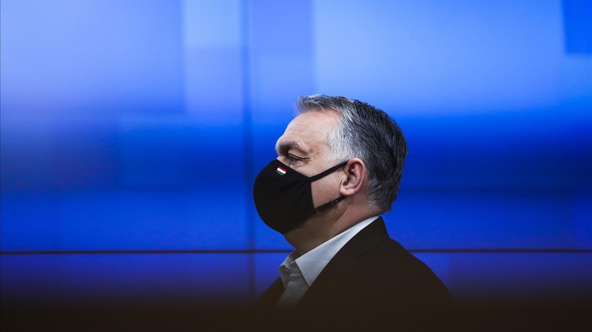 El primer ministro de Hungría, Viktor Orbán, abandona la cumbre europea de Bruselas el pasado 11 de diciembre.