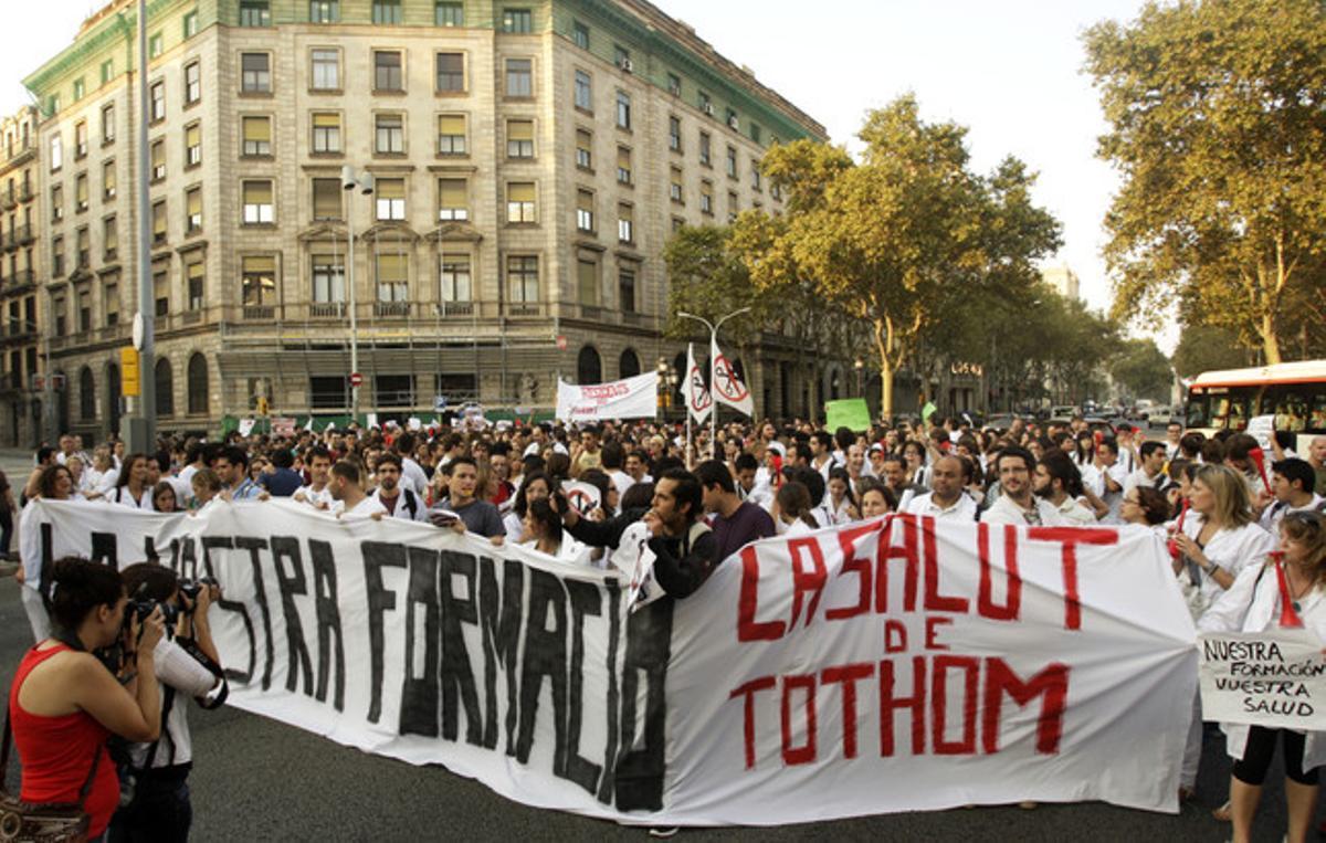 Protesta de médicos contra los recortes de la Generalitat.