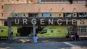 Dos ambulancias en el Hospital Arnau de Vilanova de Lleida.
