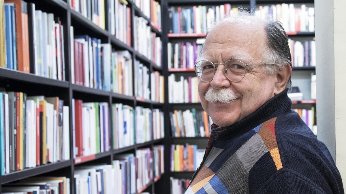 El escritor italiano Walter Siti, en la librería La Central.