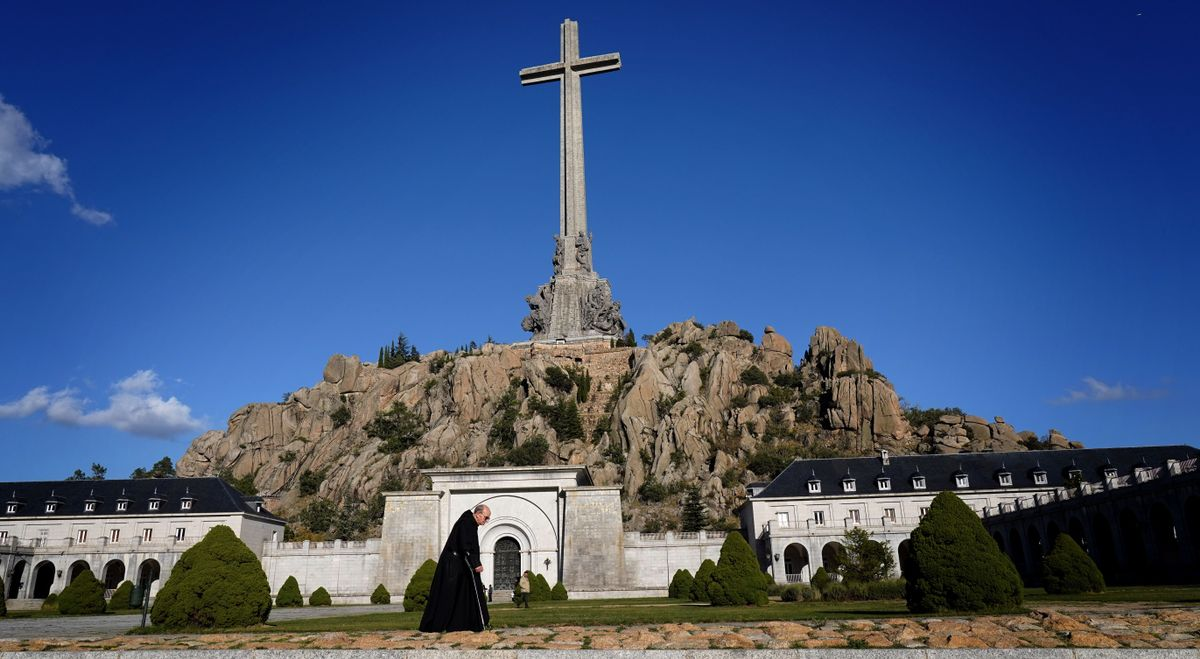 Explanada de la basílica del Valle de los Caídos.