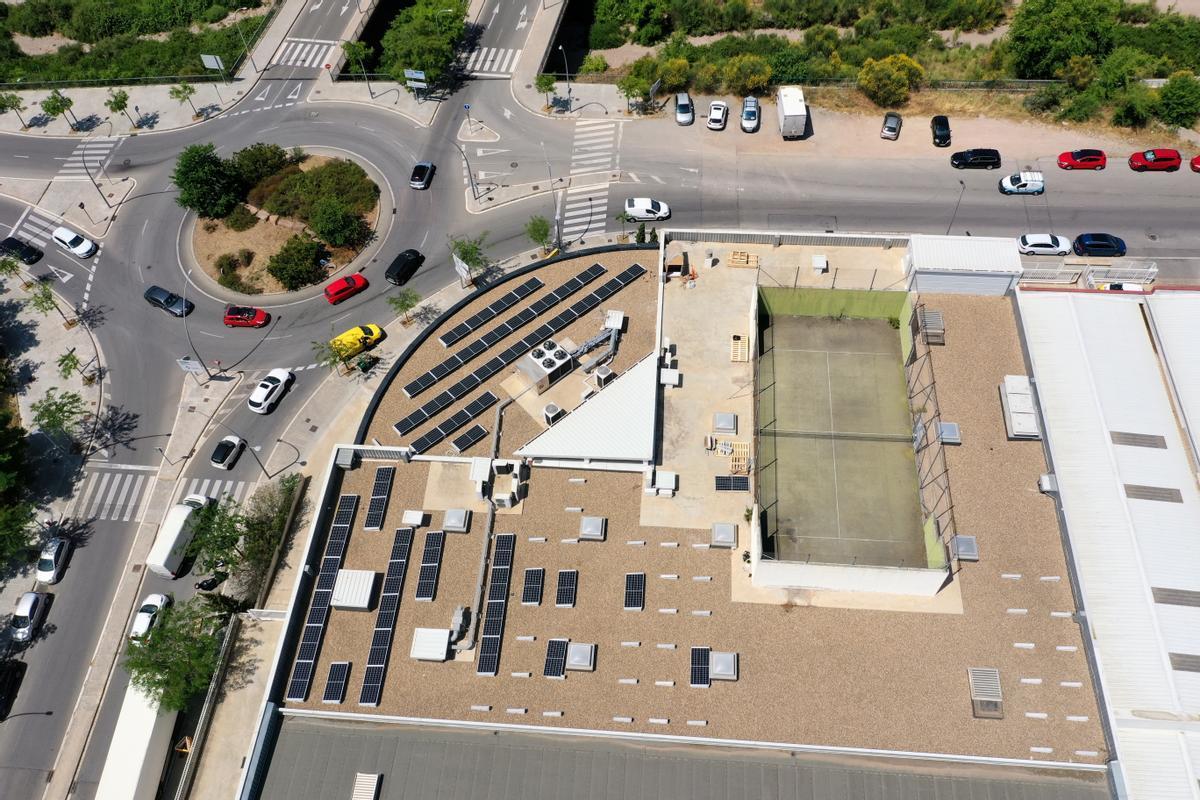 Con la instalación de placas solares, la empresa especializada en sofás y sillones espera reducir en un 80% sus emisiones