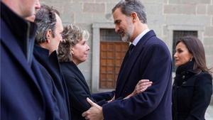 Funeral por Pilar de Borbón, con la presencia de Felipe, Letizia y los Reyes eméritos.