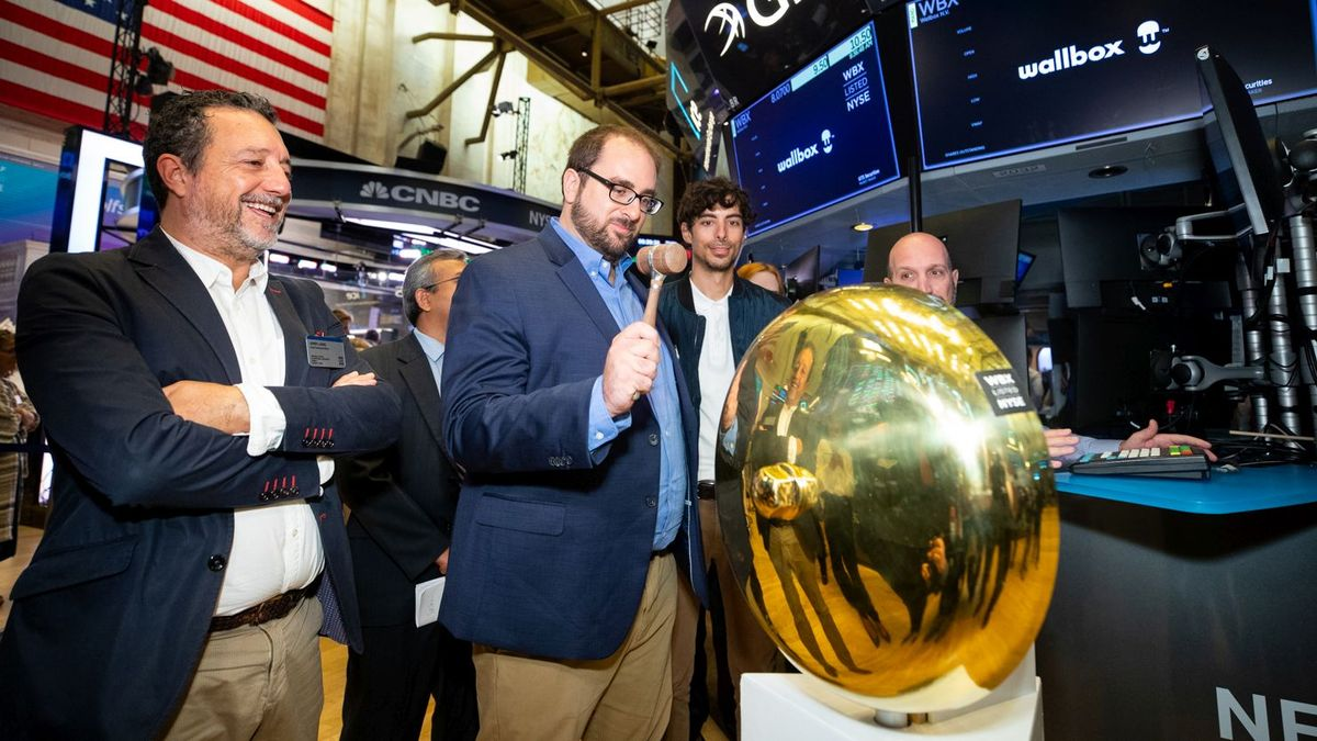 Wallbox N.V. (NYSE WBX) Rings the First Trade BellThe New York Stock Exchange welcomes Wallbox N.V. (NYSE WBX), today, Monday, October 4, 2021, in celebration of its first day trading on the NYSE. To honor the occasion, co-founders, Enric Asunción, CEO and Eduard Castañeda, CPO, rings the First Trade Bell.