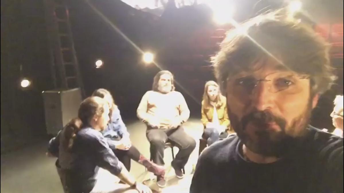 Jordi Évole, durante la grabación del programa 'Salvados' en el que Pablo Iglesias se enfrenta a cinco de sus votantes.