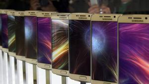 Móviles de Samsung en una presentación.