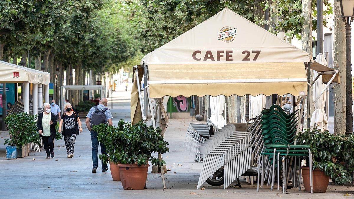 Lleida el primer dia del nuevo decreto de confinamiento, con muchos bares cerrados