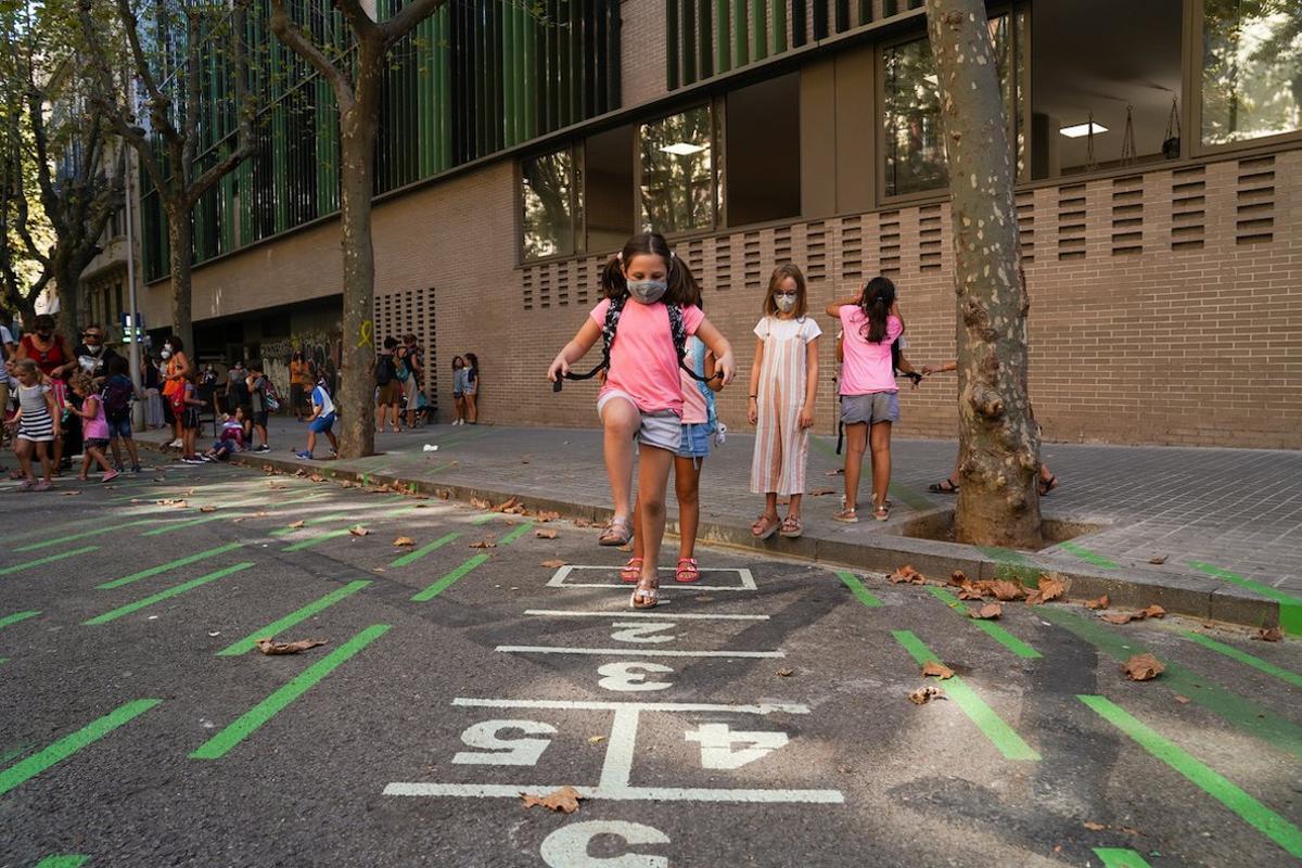 Un entorno escolar pacificado permite que el alumnasdo pueda jugar en la calle.