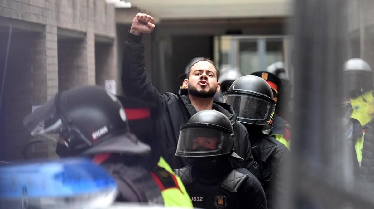 Detención de Pablo Hásel en la Universitat de Lleida.