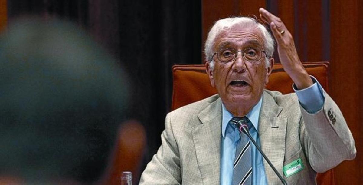 Daniel Osàcar comparece en la comisión de investigación del Parlament, en julio del 2010.