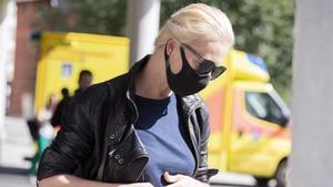 Yúlia Navalnáya, la esposa del opositor ruso supuestamente envenenado, llega al hospital Charité de Berlín, donde está ingresado su marido, este martes.