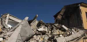Una escuela senmiderruída en Amatrice tras el terremoto de Italia del pasado agosto.