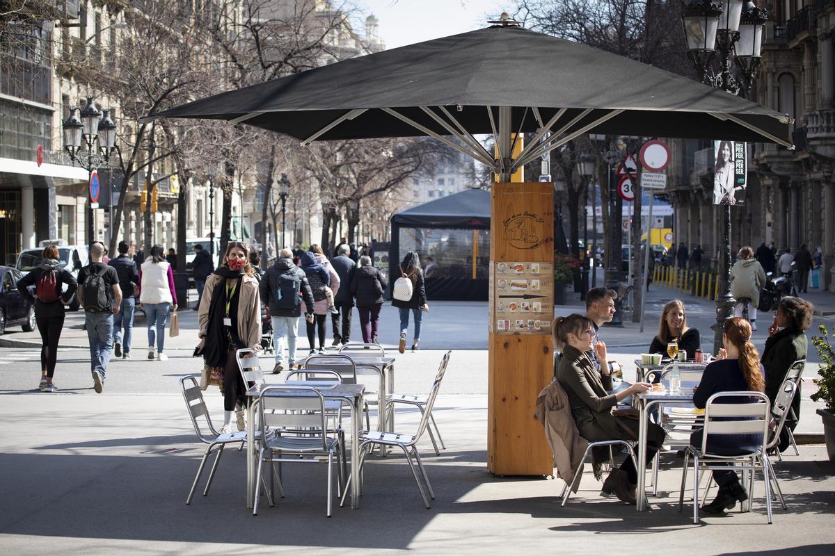 Un bar de la Rambla de Catalunya de Barcelona, el pasado día 11.