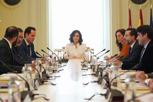La presidenta madrileña, Isabel Díaz Ayuso, en la reunión del consejo de Gobierno, este lunes.