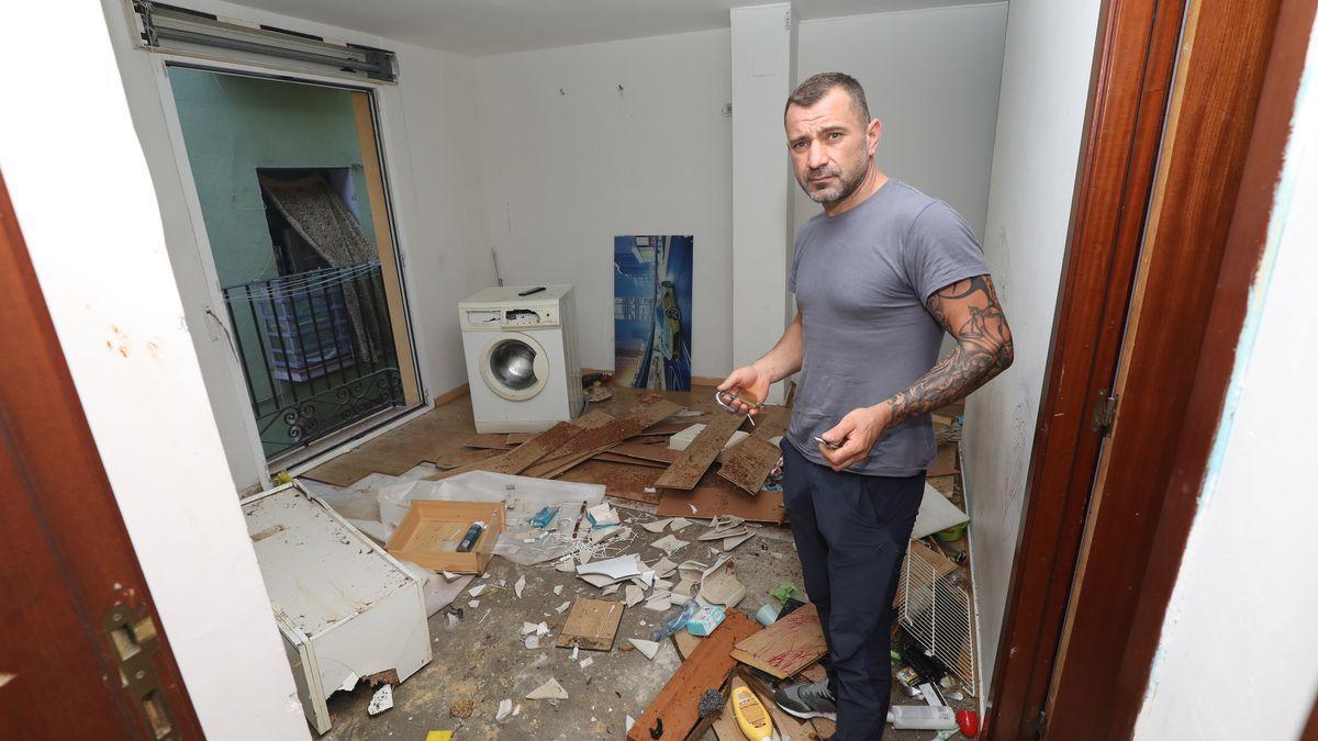 Una okupa entra en una casa con la ayuda policial en El Gancho de Zaragoza
