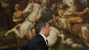 Renzi, tras la rueda de prensa de este lunes en el palacio Chigi, en Roma.