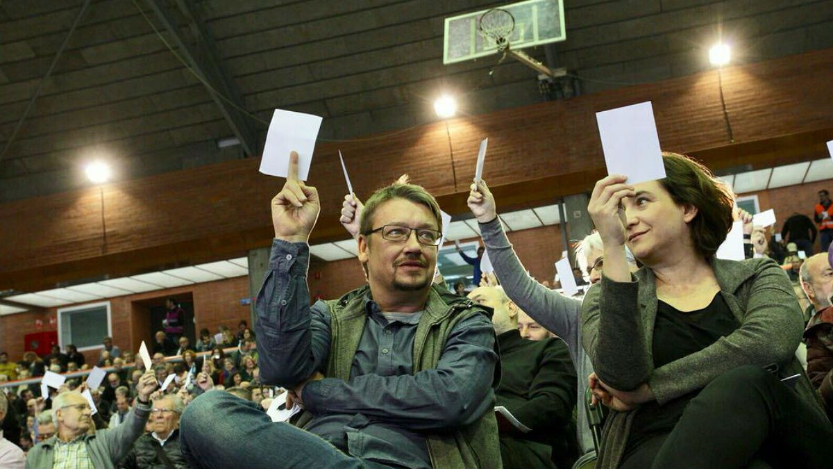 Xavier Domènech y Ada Colau, en la votación de lalistade Catalunya en Comú Podem.