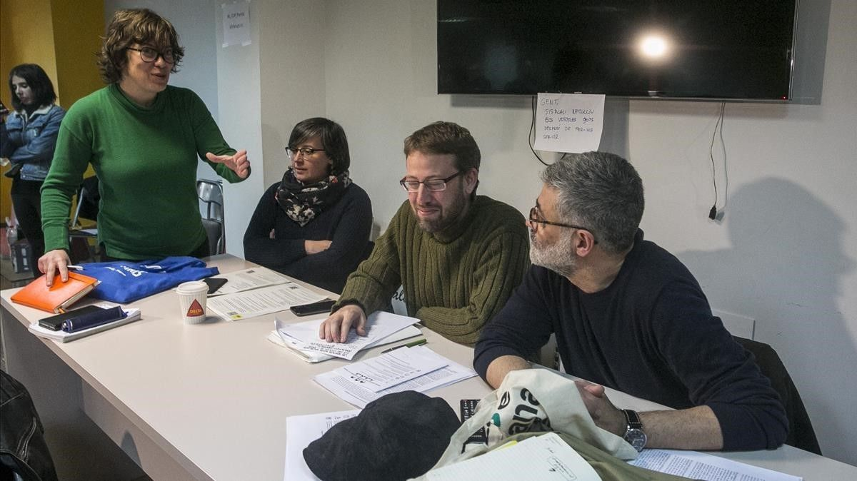 Eulàlia Reguant,Mireia Boya,Vidal Aragonés y Carles Riera, en el 'consell polític' de la CUP.