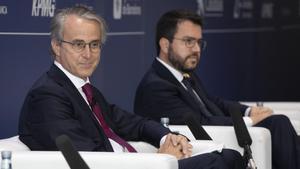 Javier Faus, presidente del Cercle d'Economia,  con Pere Aragonés