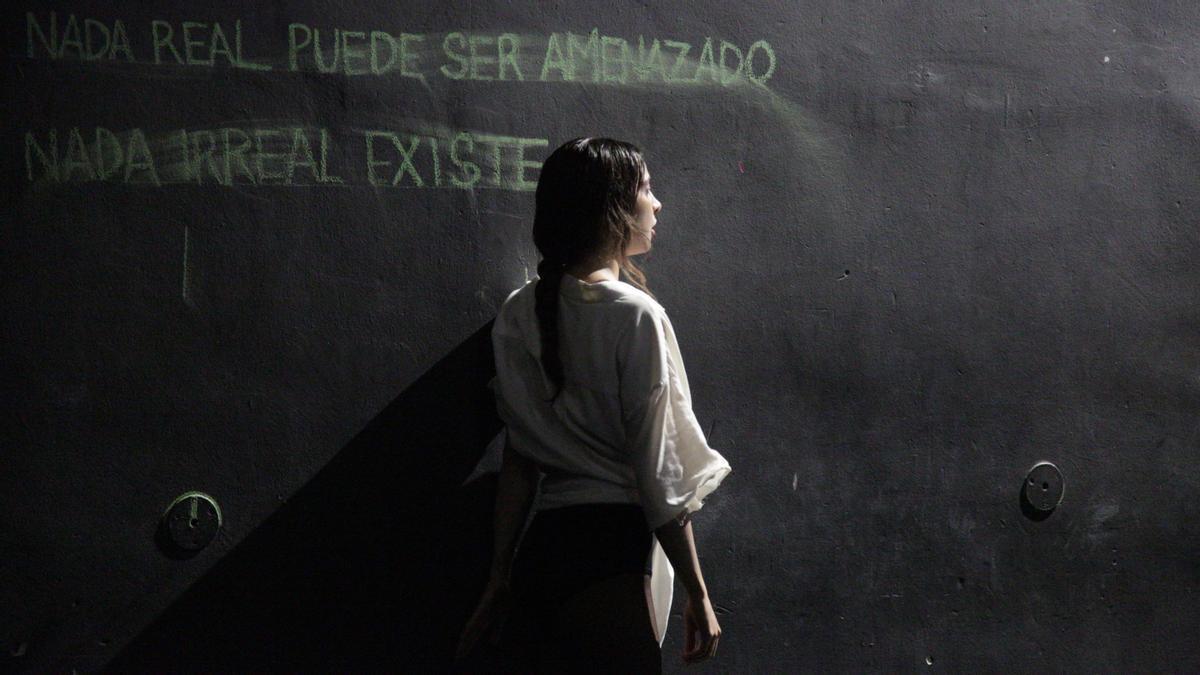 Juliana Acevedo Blair en 'Fronteras', espectáculo de fin de carrera en el Insitut del Teatre realizado en colaboración con Andrés Barthel, Joan Recordà y Uriel Alejandro Mena.