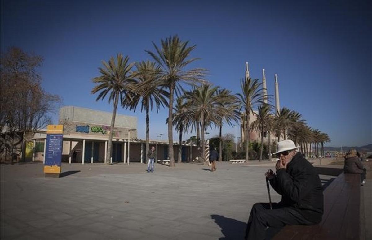 Entorno del polideportivo Marina Besòs, junto a la central térmica.