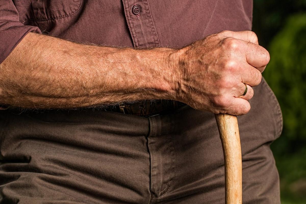 Un abuelo en una imagen de archivo.