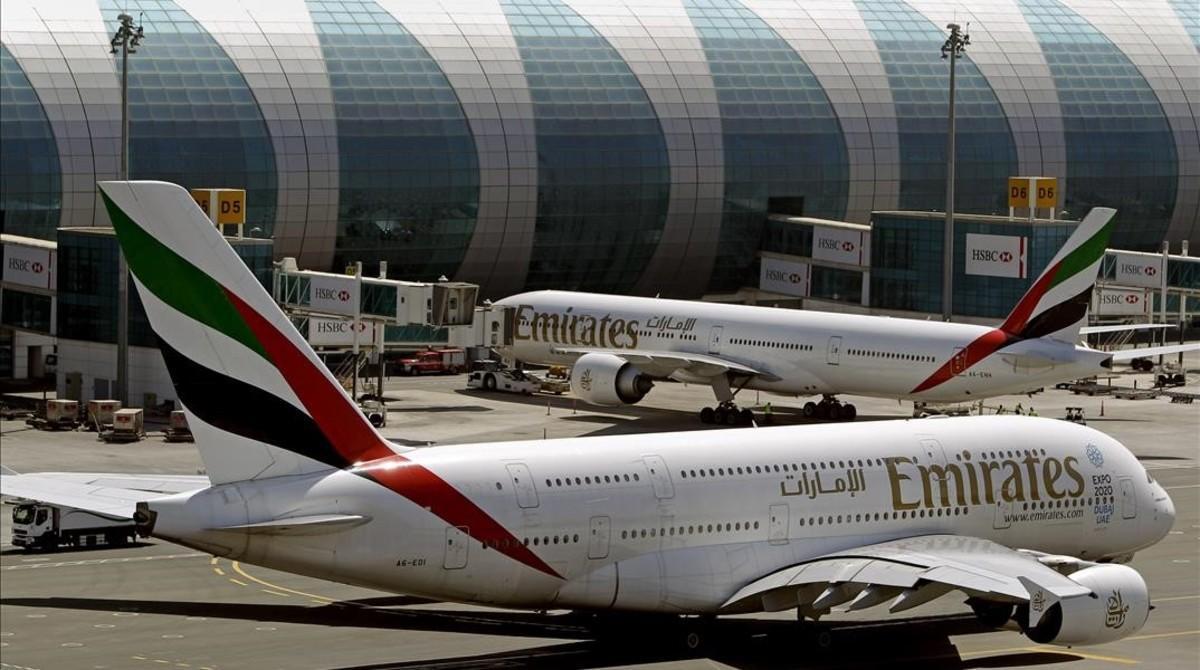 Aviones de la compañía Emirates en el aeropuerto de Dubái, en los Emiratos Árabes Unidos, el 8 de mayo del 2014.