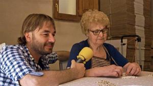Quim Masferrer, con una señora, en 'El foraster' (TV-3).