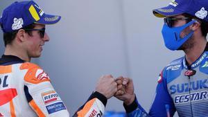 Álex Márquez (Honda) y Álex Rins (Suzuki) se felicitan en el podio de Motorland.