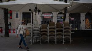 Sillas y mesas recogidas,el pasado 20 de octubre.