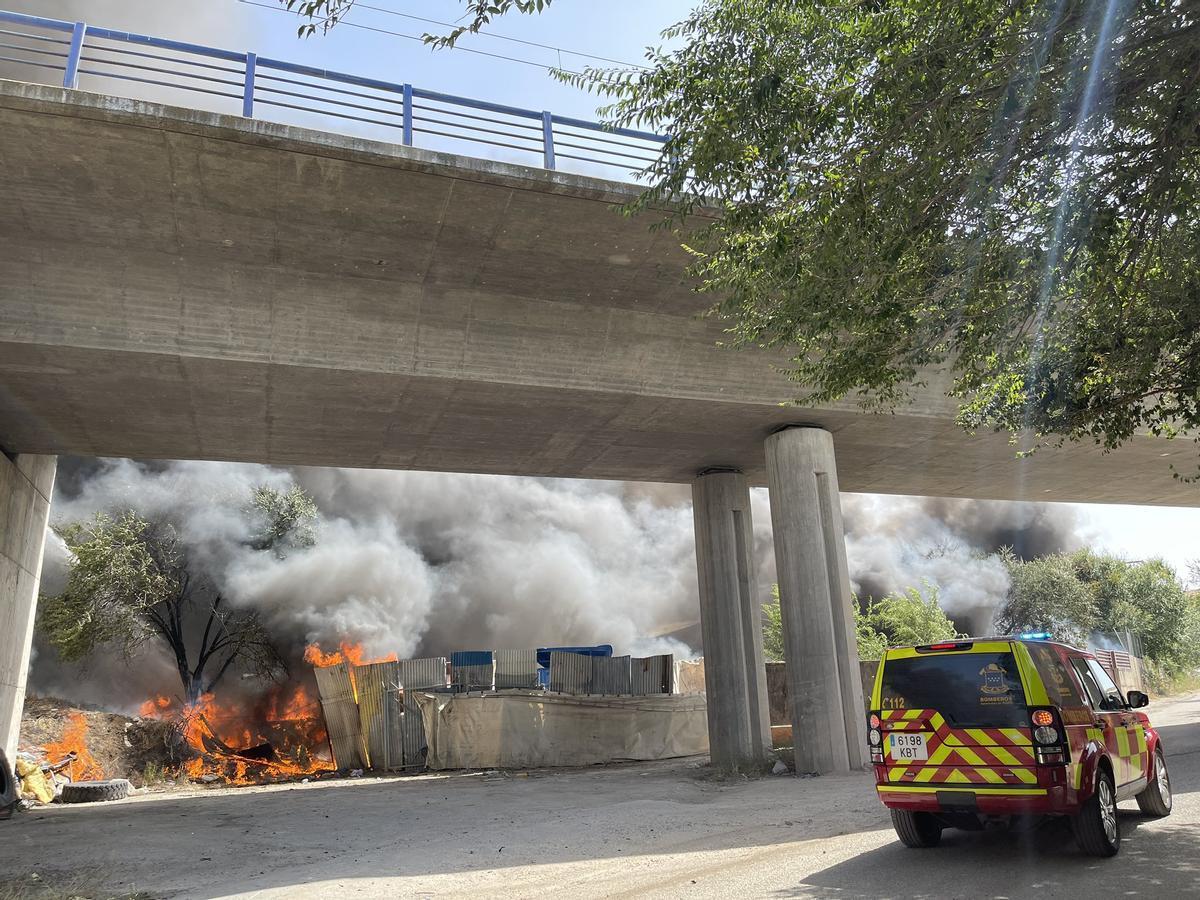Adif suspende el AVE entre Madrid y Barcelona por un incendio próximo a las vías