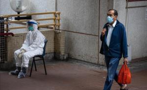 Ciudadanos se protegen del coronavirus con mascarillas en Hong Kong.