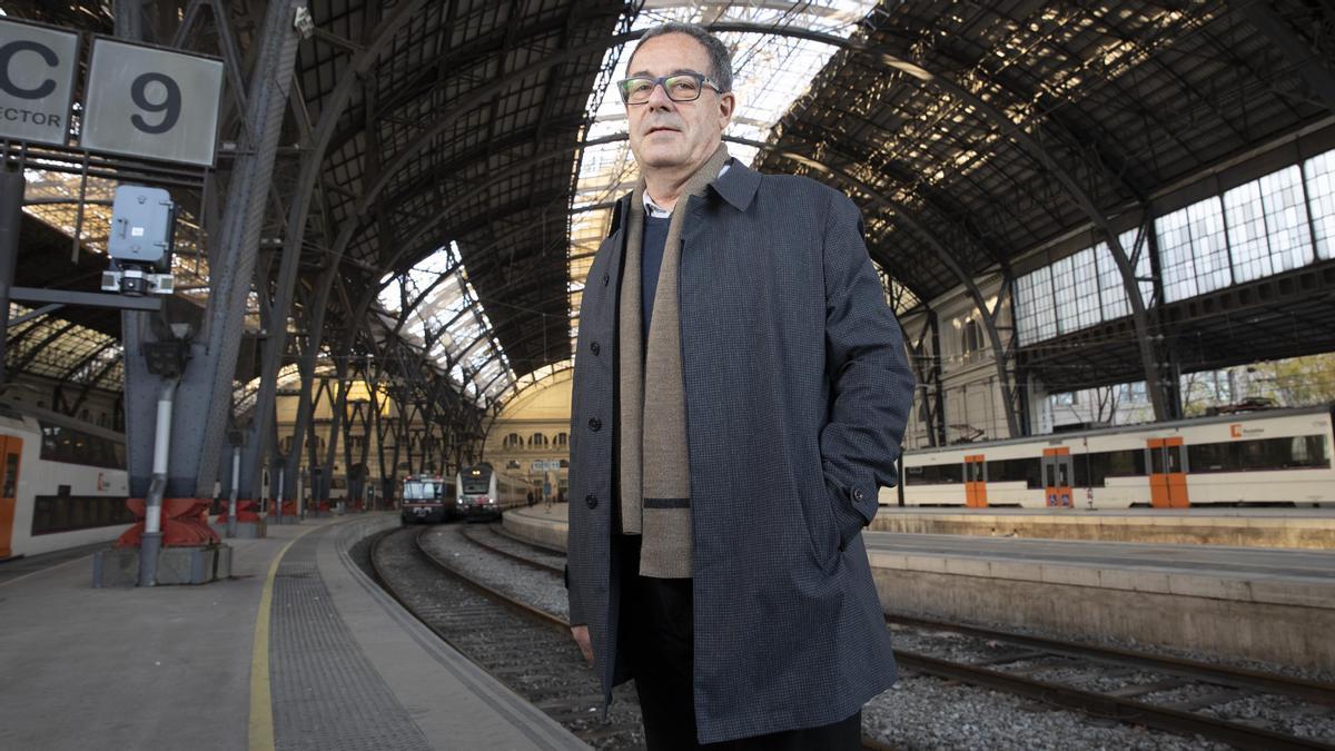 Pere Macias, en uno de los andenes de la estación de França de Barcelona