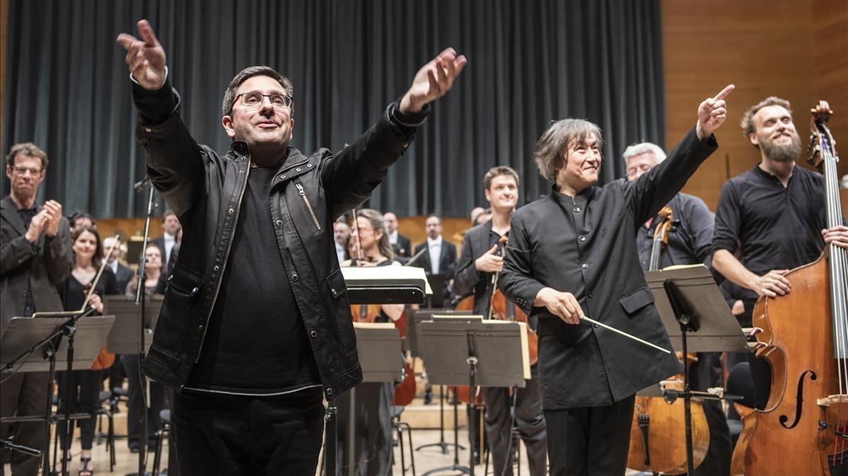 El compositor Hèctor Parra (izquierda) y eldirector Kazushi Ono, tras el estreno de 'Inscape' en el Auditori.